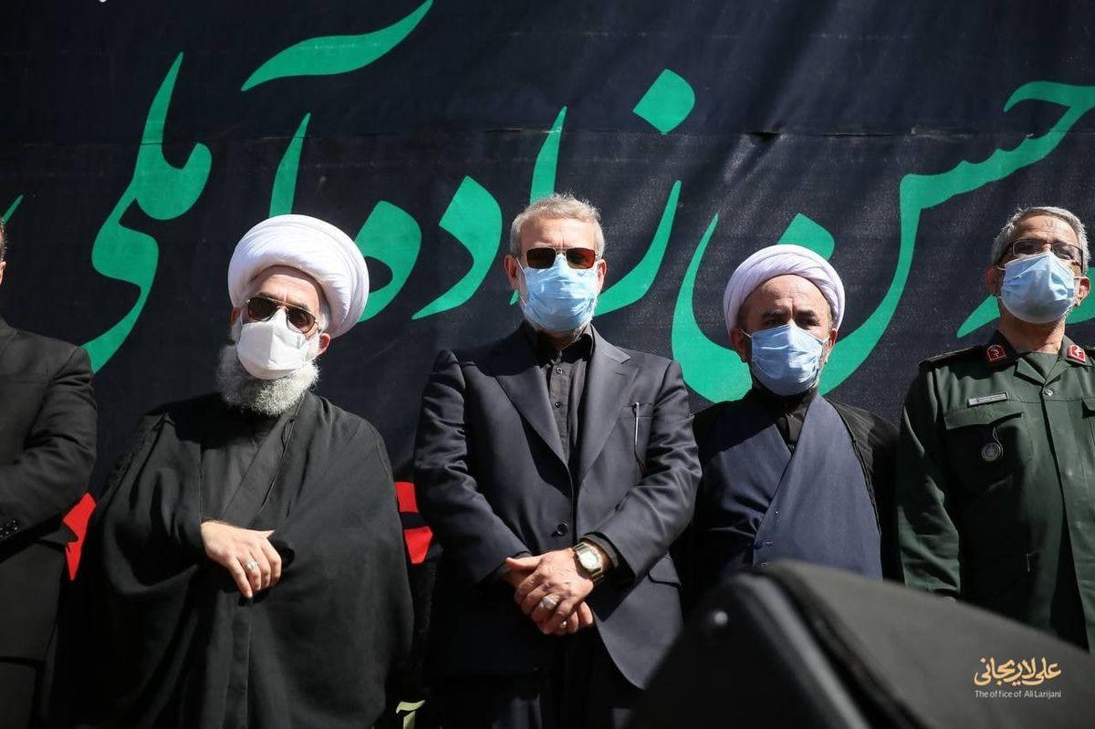تصویری از حضور علی لاریجانی در مراسم تشیع علامه حسنزاده آملی