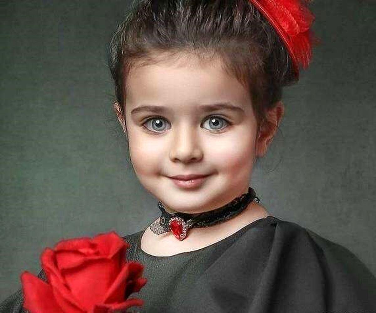 این دختر بچه در آغوش بازیگر معروف کیست؟  زیباترین دختر ایران را بشناسید