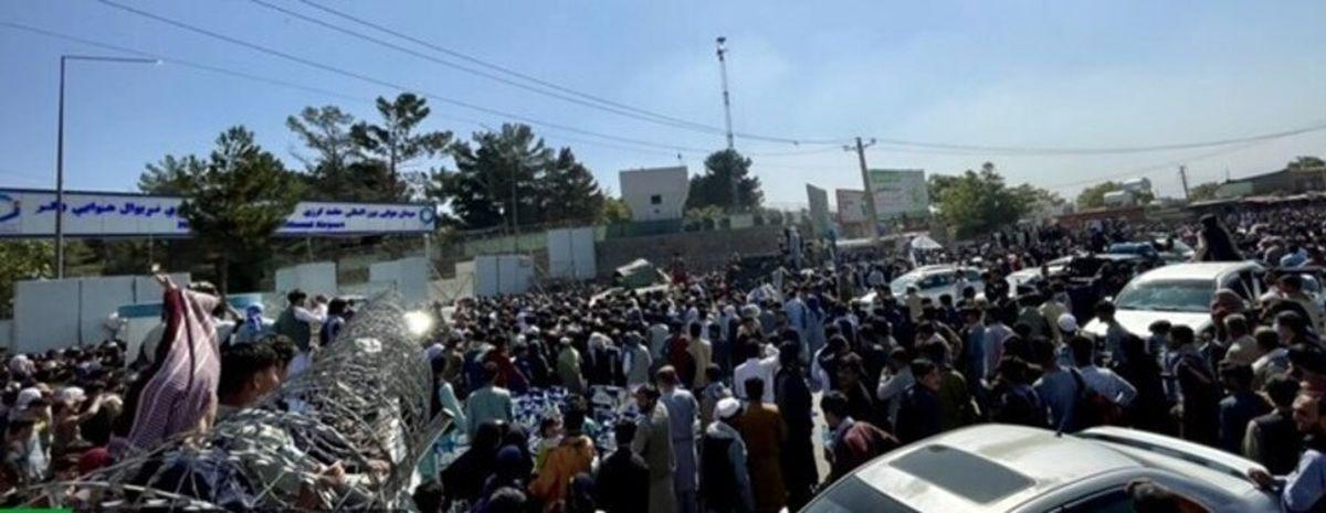 سقوط وحشتناک شهروند افغانستان از هواپیمای آمریکایی + فیلم لو رفته