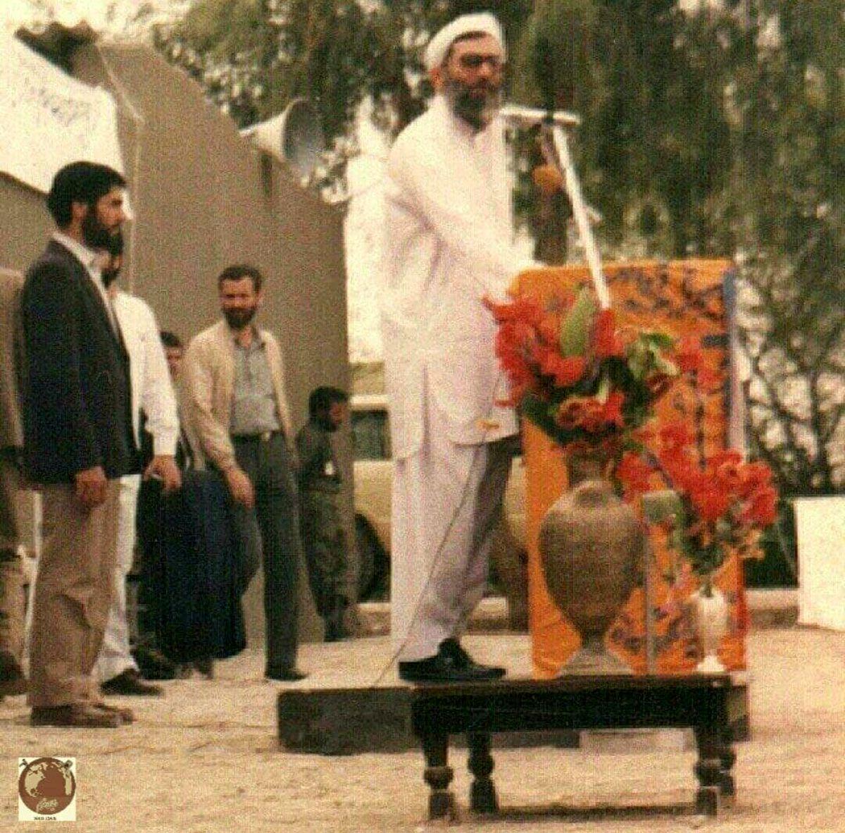 آیت الله خامنه ای با لباس محلی در ایرانشهر +عکس