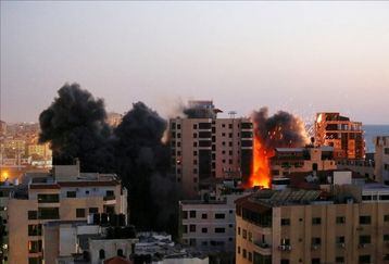 لحظه وحشتناک حمله جنگنده های اسرائیلی به برج رسانه ای غزه+فیلم دیده نشده