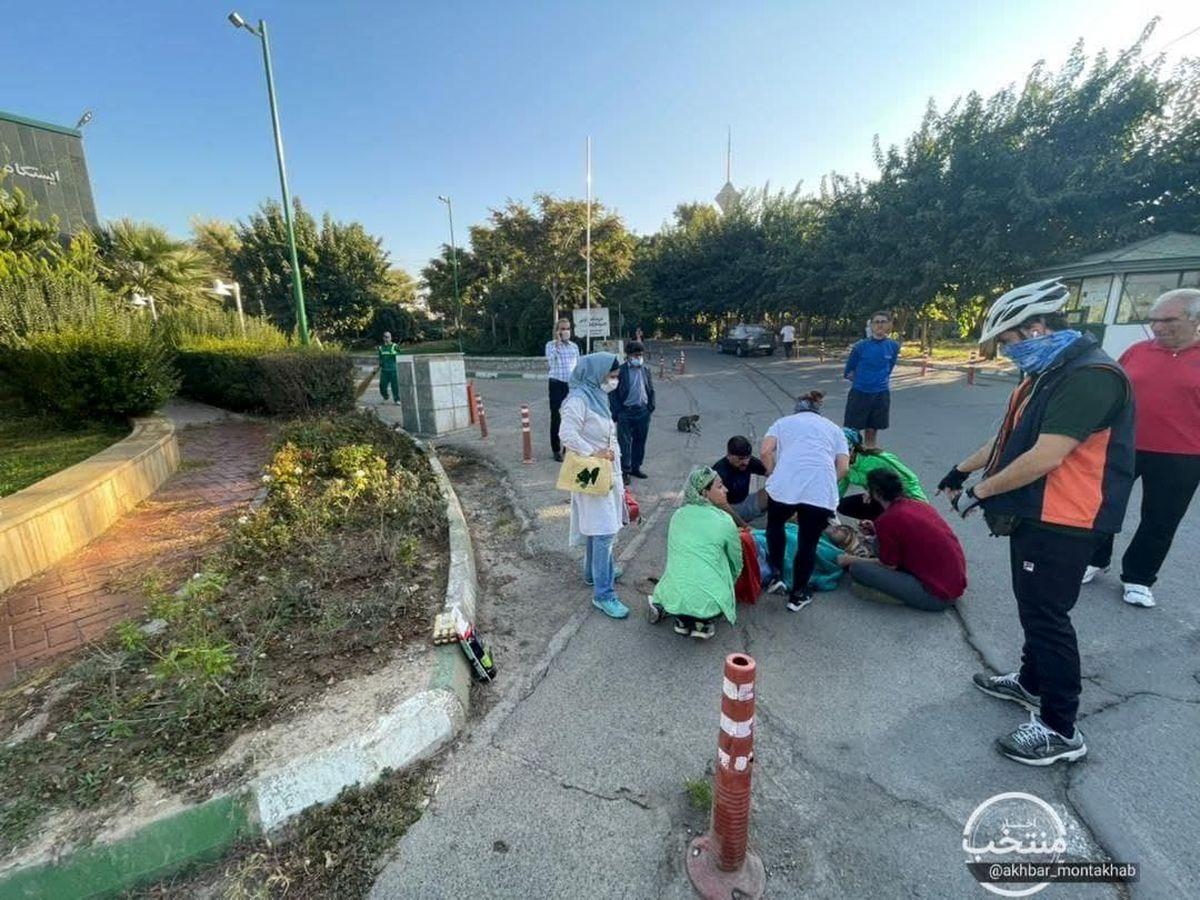 تصادف خودرو با یک دونده در پارک پردیسان!/راننده از صحنه فرار کرد +عکس